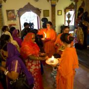 tempio idnista italiano -puja-monaci